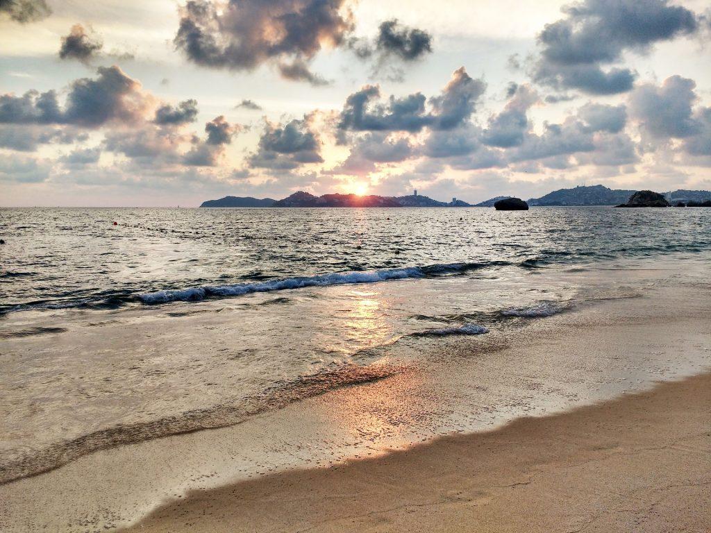 Bahía Acapulco atardecer