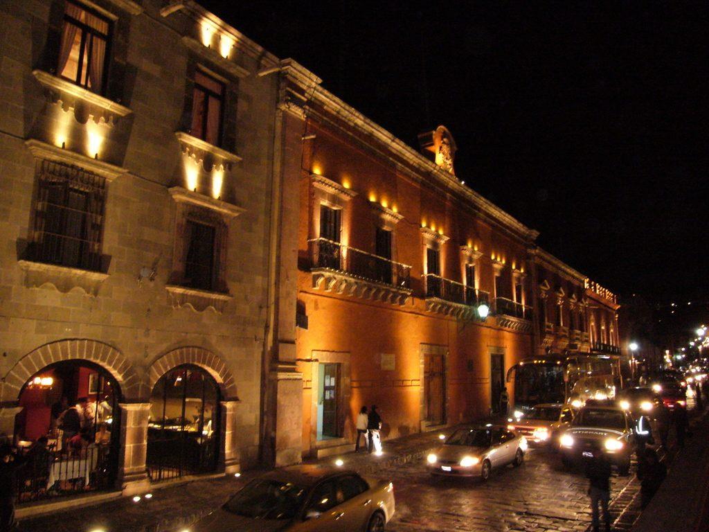 Palacio nacional en san miguel allende de noche