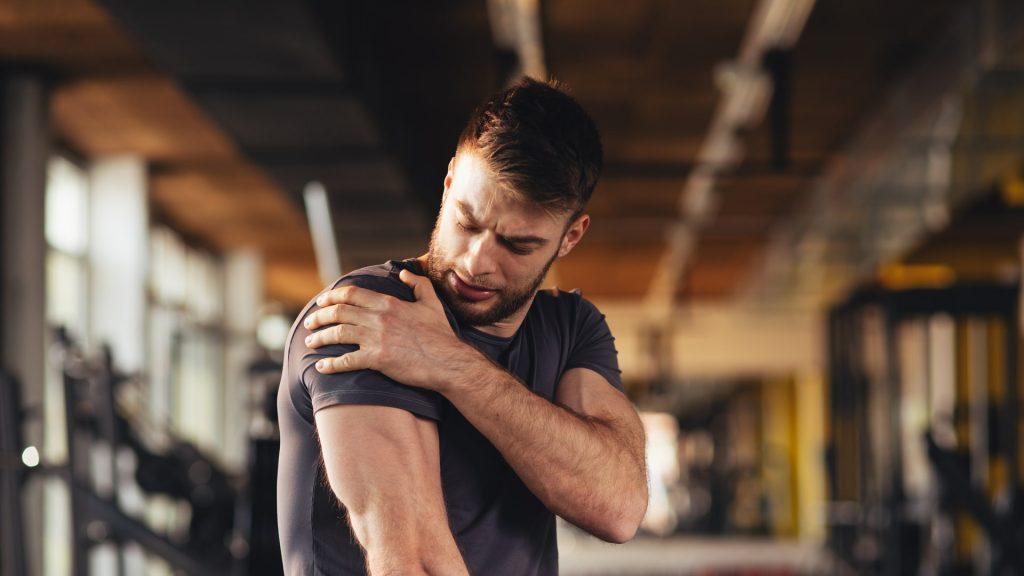 Hombre con dolor muscular